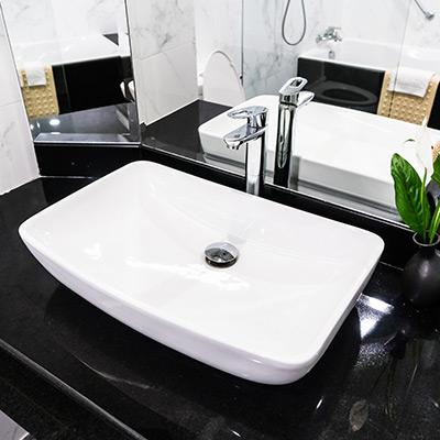 Come pulire il lavandino in ceramica del bagno